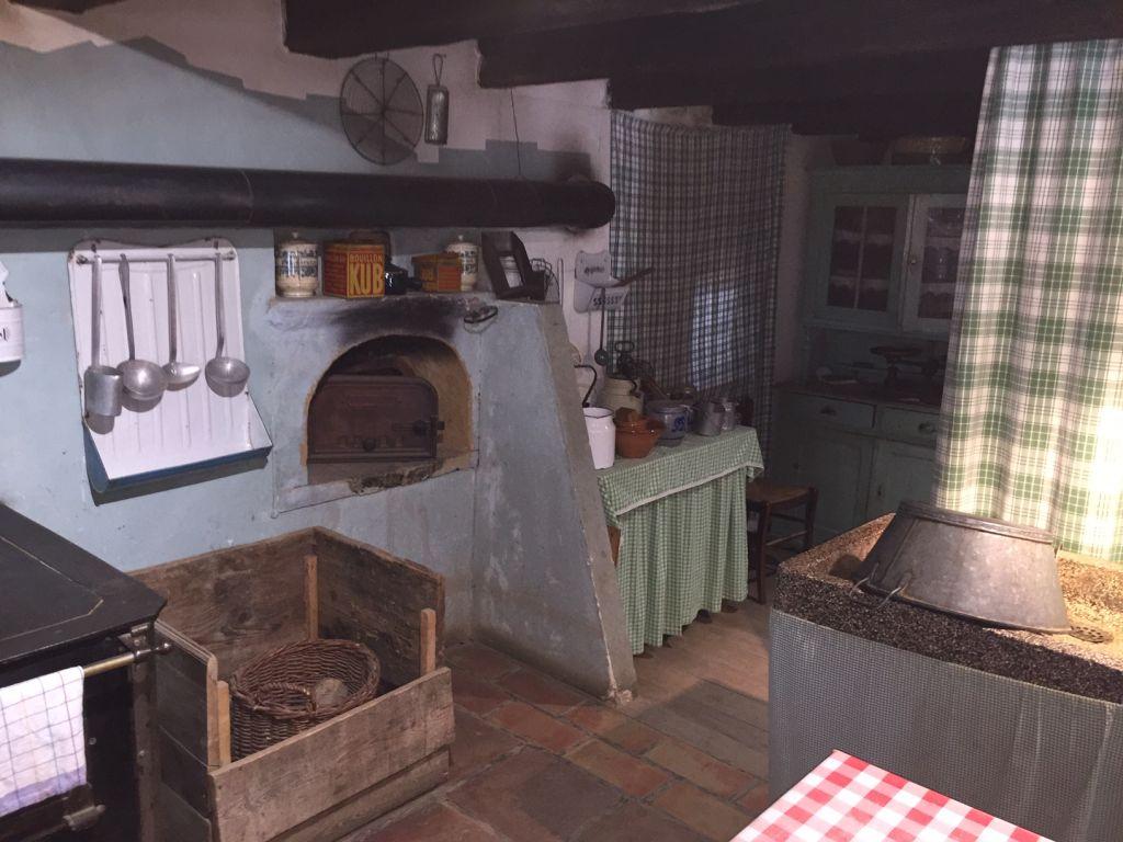 Küche aus dem 19. Jahrhundert im Winzerhaus von Hésingue im Écomusée d'Alsace.