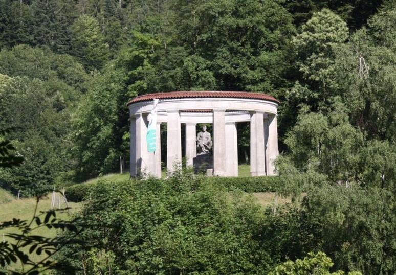 Ehrenmal des Schwarzwaldvereins in der Naehe der Wasserfaelle Allerheiligen